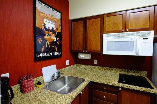 Residence Inn by Marriott Miami Aventura Mall : kitchen