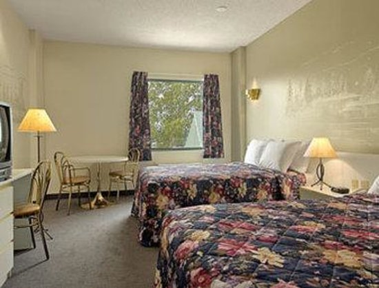 Sainte-Helene-de-Bagot, Canada: Standard Two Double Bed Room