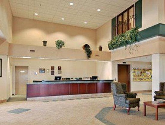 Days Inn & Suites - Winkler: Lobby