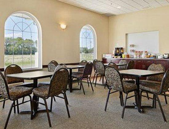 Days Inn & Suites - Winkler: Breakfast Area