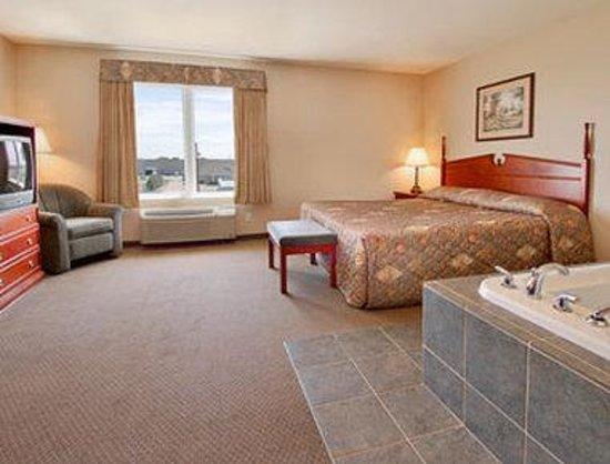 Days Inn & Suites - Winkler: Jacuzzi Suite