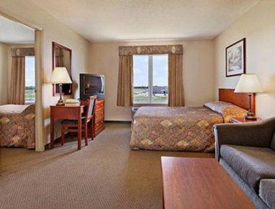 Days Inn & Suites - Winkler: Standard King Bed Room