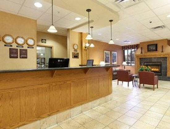 Days Inn & Suites - West Edmonton: Lobby