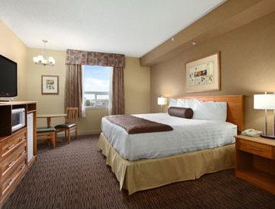 Days Inn & Suites West Edmonton: Standard One King Bed Room