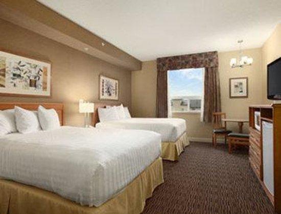 Days Inn & Suites West Edmonton: Standard Two Queen Bed Room