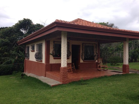 Toucan Rescue Ranch: One of the bungalows