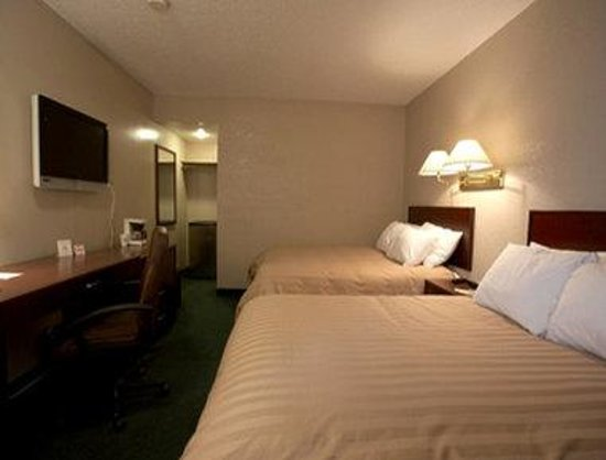 Days Inn - Lethbridge: 2 Double Beds  Exterior Private Entrance
