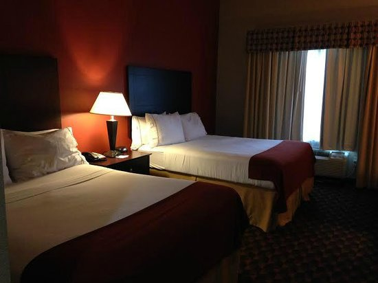 Holiday Inn Express Suites - Malvern: Double Queen beds