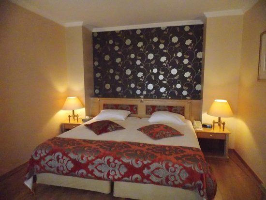 Divani Caravel Hotel: Headboard