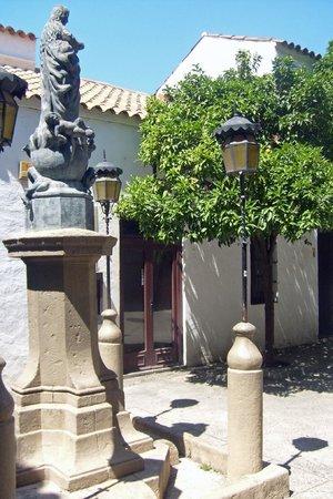 Parque de Montjuic (Parc de Montjuïc): Испанская деревня на Монжуике