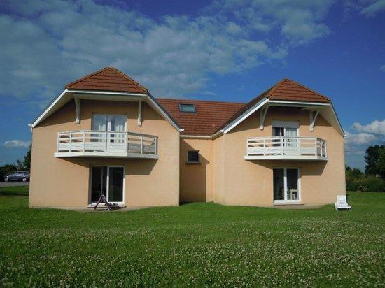 Résidence Goélia Les Portes d'Honfleur : Très jolie architecture...ensemble de logements bien dispersés dans le domaine