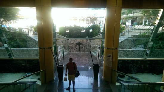 Fanabe Costa Sur Hotel: main entrance