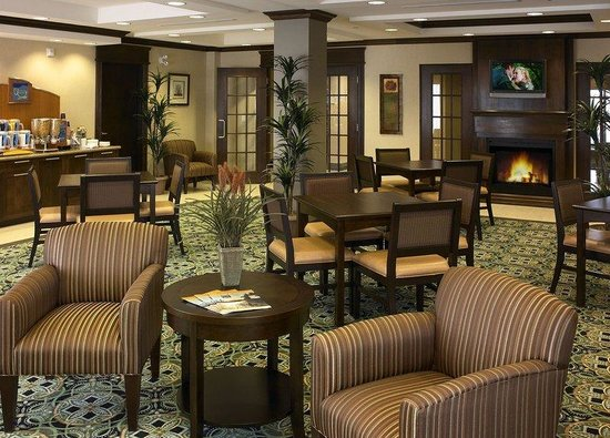 Holiday Inn Express Hotel & Suites Huntsville : Great Room - Enjoy the fireplace & outdoor patio