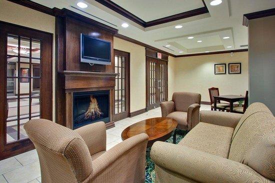 Holiday Inn Express Hotel & Suites Huntsville : Breakfast Area