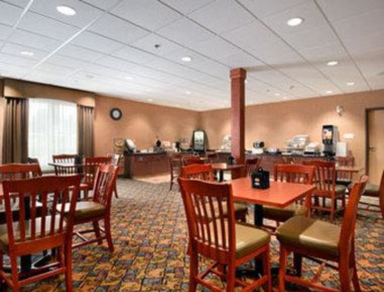 Days Inn and Suites Strathmore: Breakfast Area