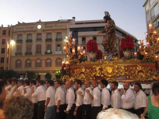 Sacred Heart Church (Sagrado Corazon): Carrying the Alter