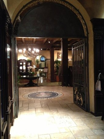 The Mission Inn Hotel and Spa: Bar entrance