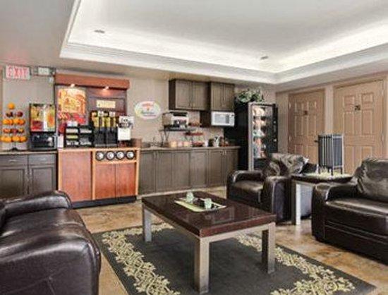 Super 8 Saskatoon Near Saskatoon Airport: Breakfast Area