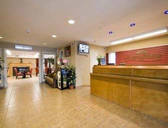 Howard Johnson Inn London: Lobby