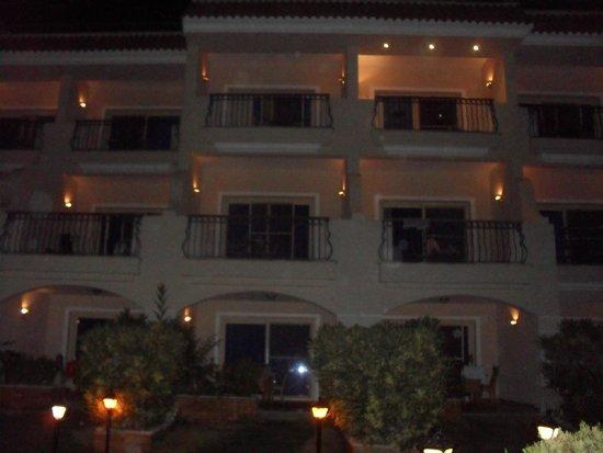 San Giovanni Cleopatra Hotel: At night