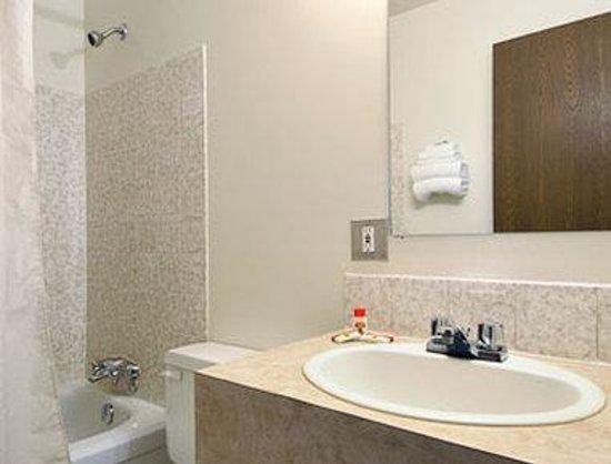 Lone Star Hotel: Updated Bathroom