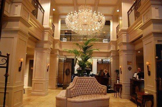 Windsor Arms Hotel: Lobby