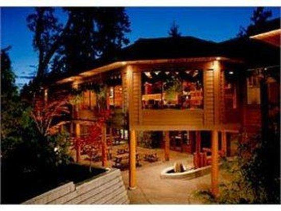 Tigh-Na-Mara Resort: Cedars Restaurant