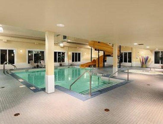 Super 8 Cranbrook: Pool