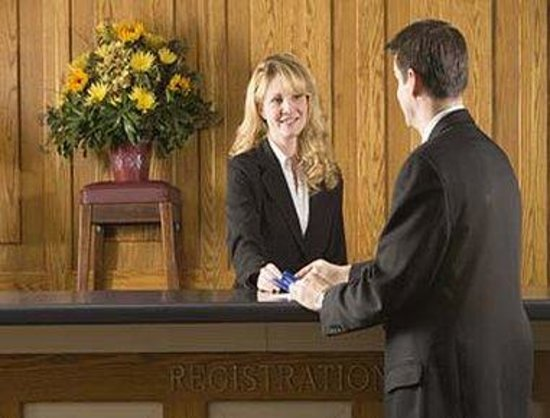 Hotel Victoria: Front Desk