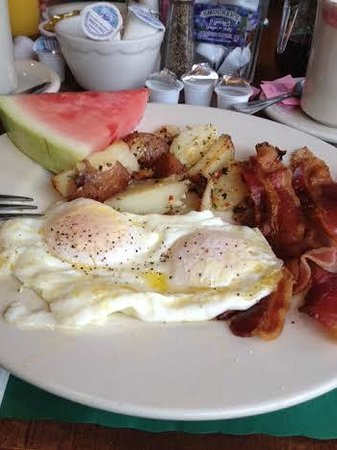 Mendon Mountainview Lodge: Great fried eggs and always survived with fresh fruit
