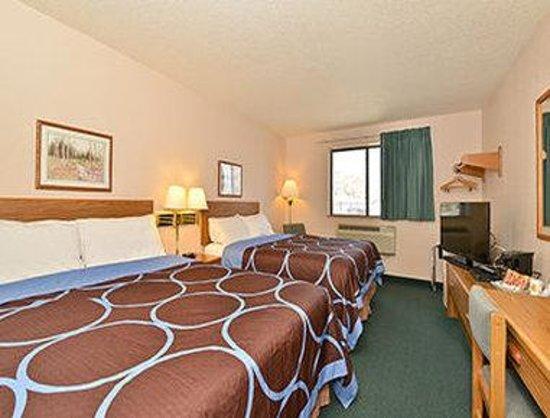Super 8 Kamloops BC: Standard Two Queen Bed Room