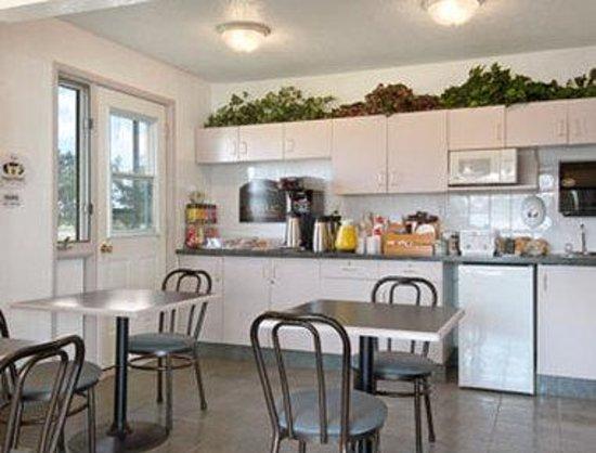 Super 8 Stettler : Breakfast Area