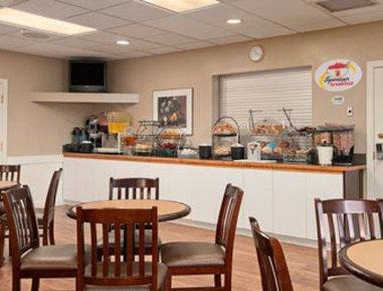 Super 8 Edmonton South: Breakfast Area