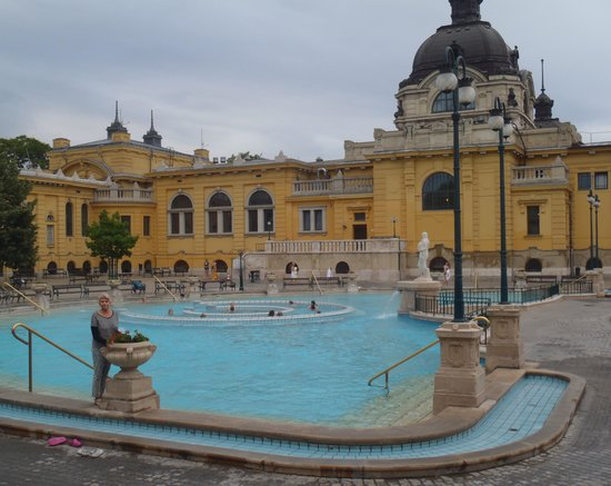 Széchenyi Baths and Pool : One of the outdoor baths.