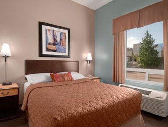 Super 8 Edmonton South: King Family Suite