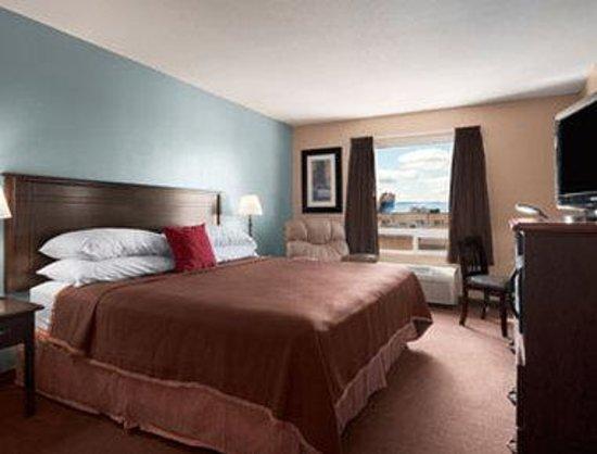 Super 8 Edmonton South: Standard King Bed Room