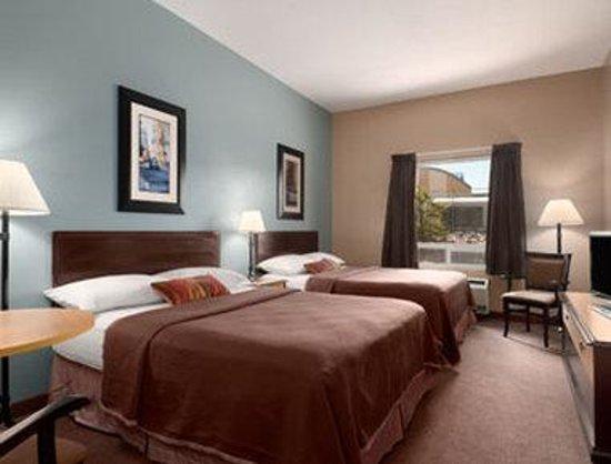 Super 8 Hotel - Edmonton South: Standard Two Queen Bed Room