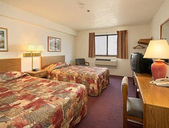 Super 8 Saanichton Victoria Airport: Standard Two Double Bed Room