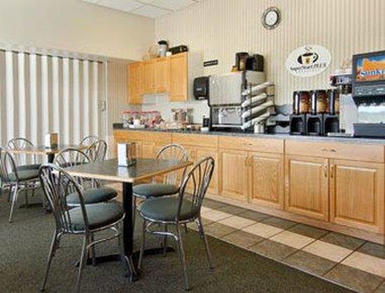 Andersen Inn and Suites: Breakfast Area