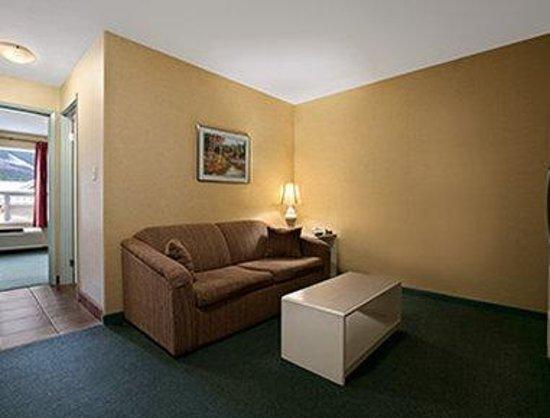 Super 8 Revelstoke BC: King Suite