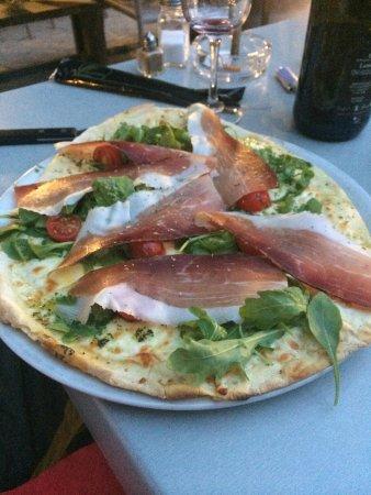 Basta Cosi ! : Pizza Bianca (crème, mozzarella, roquette, tomates cerises, jambon speck, pesto)