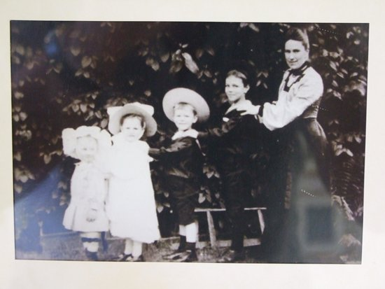 The Wilfred Owen Story: Owen family photo