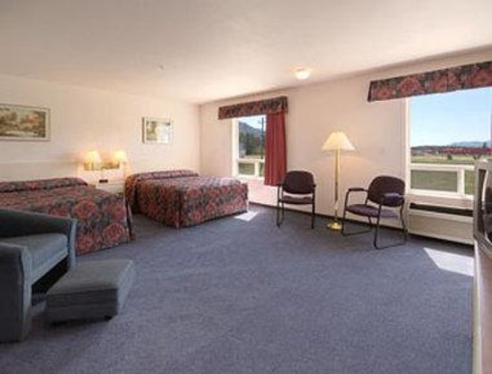 The Kanata Inns Invermere: Standard Two Queen Bed Room