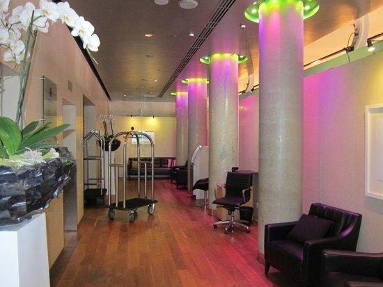 The Trafalgar Hotel: Modernized Lobby