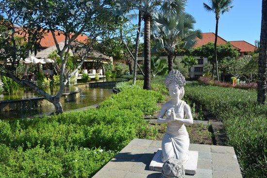 AYANA Resort and Spa: hotel grounds