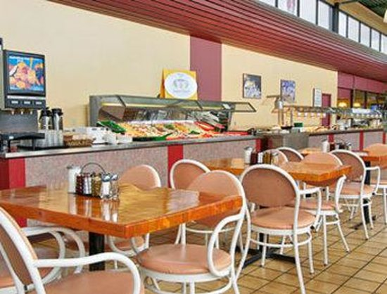 Super 8 Edmonton/West : Breakfast Area