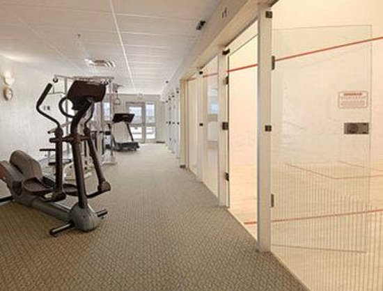 Super 8 Dauphin: Fitness Center Squash Courts
