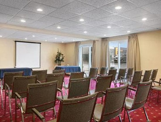 Super 8 Cambridge/Kitchener/Waterloo Area: Meeting Room