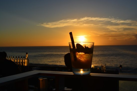 AYANA Resort and Spa: rock bar sunset