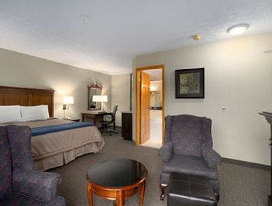 Super 8 Port Elgin: Honeymoon Suite